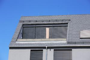 rolety w oknach dachowych